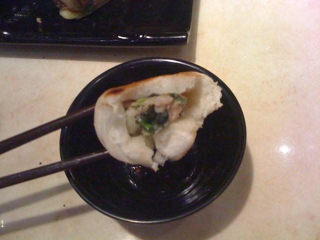 咬開鬆厚外皮沒有湯汁等著我T_T @新北永和,宴上海