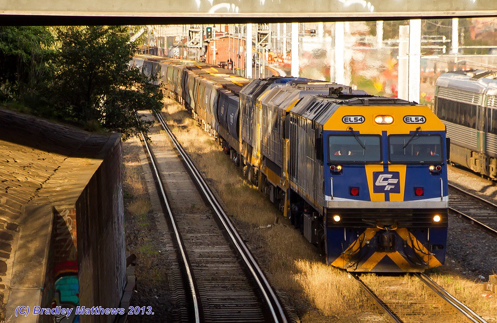 EL54-8177-8166 with 3MC7 SG grain at West Footscray (27/8/2013) by Bradley Matthews
