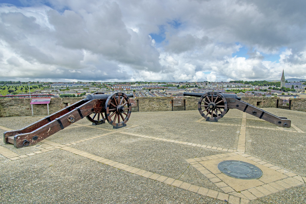Canon on The Walls of Derry