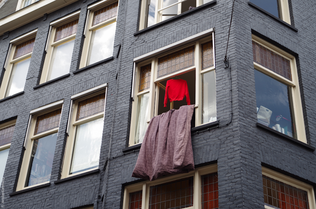 Amsterdam, Details