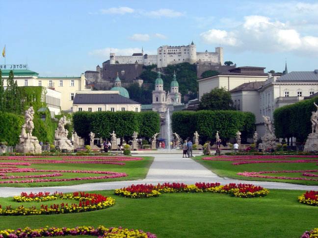 21. Jardines Mirabell y fortaleza de Salzburgo. Autor, Maxx82