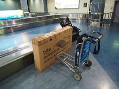 Sa, 28.12.13 - 23:12 - Bike angekommen in Auckland, mit Kartonverpackung