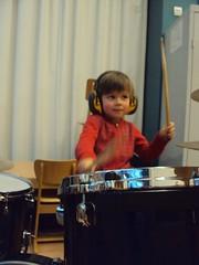 K2 : Swing mee met onze kleuters...aan de drums : papa Mas, aan de accordeon : papa Piet, de zang en animatie : mama Rosalie&Bertine...APPLAUS!!!