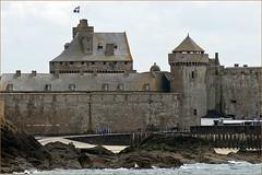 8 - Promenade en bateau en baie de Saint-Malo Autre point de vue sur la ville Le chateau