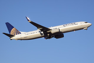 United Airlines Boeing 737-924/ER N27477