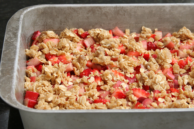 strawberry rhubarb crisp bars 3