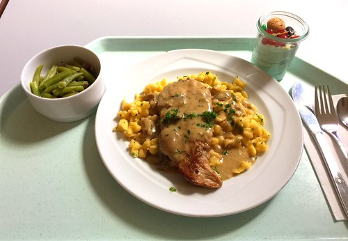 Pork steak in mushroom sauce with spaetzle / Schweinesteak in Jägersauce mit Spätzle