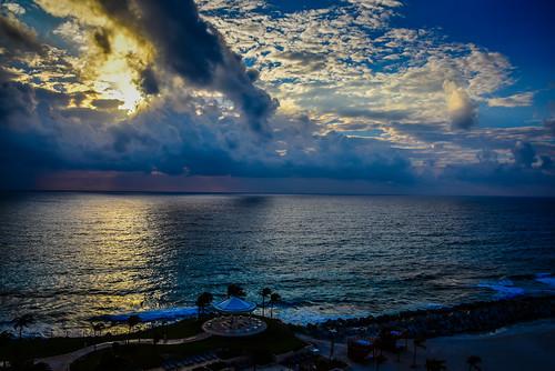 cancún coahuiladezaragoza mexico mx caribbean sea sunrise cancun yucatán yucatan quintanaroo quintana roo riviera maya rivieramaya resort hotel vacation water bay gulf cove ocean hyatt ziva view room beach wave surf waves dawn morning am