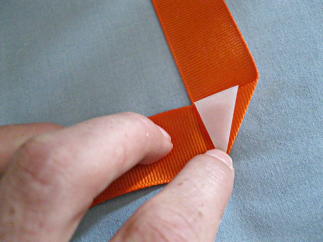 folding ribbon corners