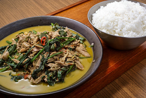 thai-style-green-curry-with-tuna-and-chinese-water-spinach_190613