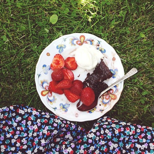 swedish sticky cake, ice cream and strawberries in the grass.