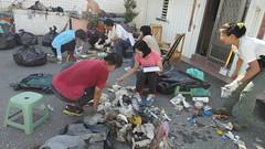 台東比西里岸淨灘志工進行海洋廢棄物監測記錄