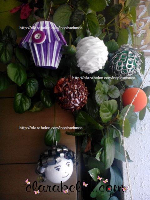Manualidades caseras y bola navideña  decorada con moldes de magdalenas