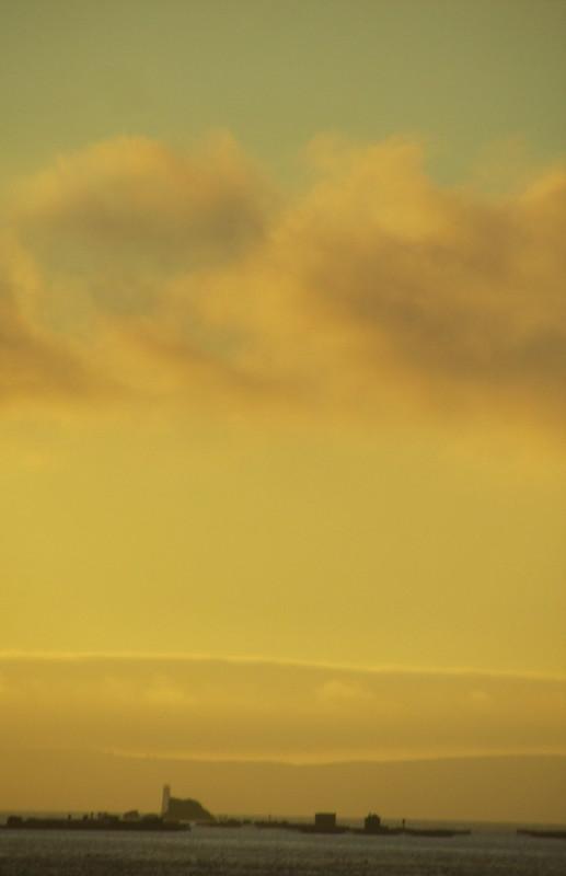 El cielo verde y naranja