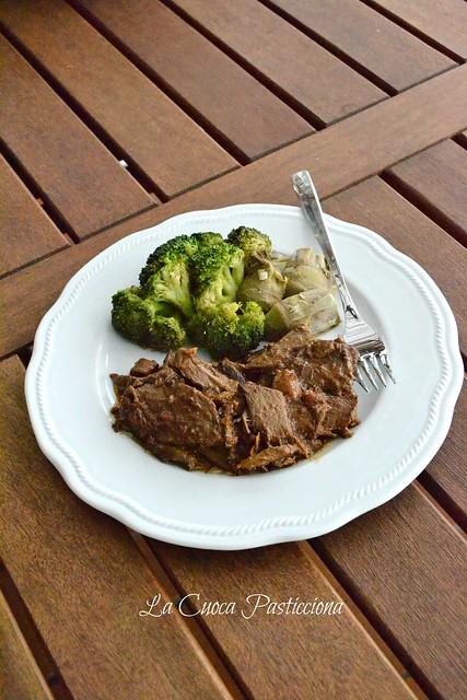 Cosciotto d'agnello arrosto con verdure saltate