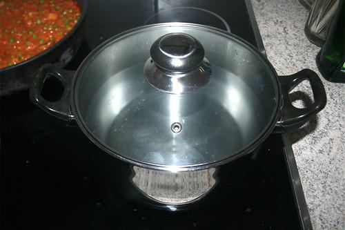 35 - Topf mit Wasser aufsetzen / Bring water to boil