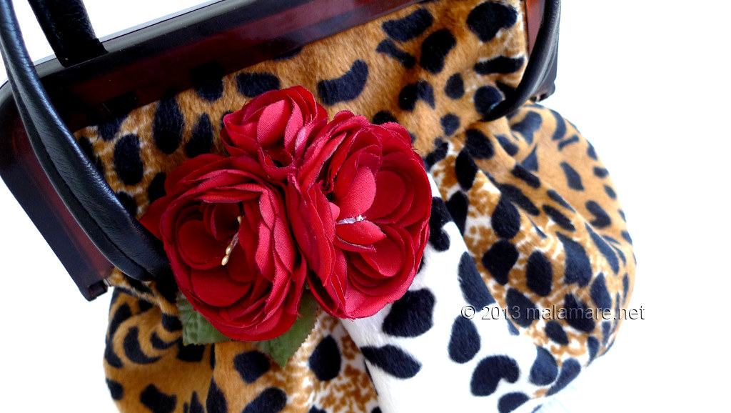 velvet handbag with leopard pattern brooch