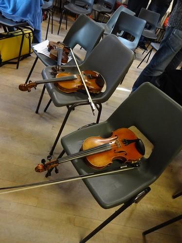 Violins In pause width=