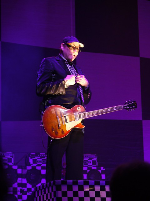 土, 2014-02-15 21:21 - Cheap Trick at Wellmont Theater, Montclair, NJ