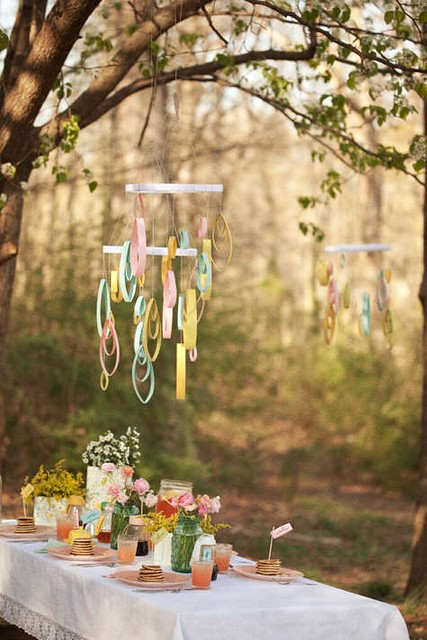 pancake picnic breakfast - outdoor space - outdoor dining table - tablescape - table setting - design and decor via pinterest