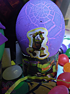 "MasDudley's Easter :: Nickelodeon ""TEENAGE MUTANT NINJA TURTLES"" EASTER EGG DECORATING KIT xiii // .. Don sticker on cracked egg (( 2014 ))"