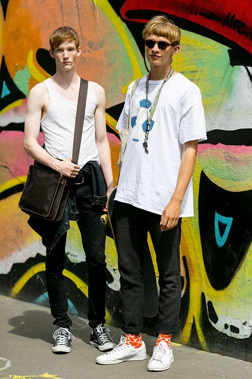 オールスター黒&スタンスミス白 ブラックジーンズ×スニーカーコーデ
