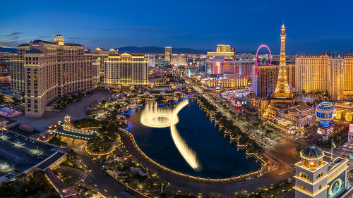 lasvegas nevada cosmopolitan caesarspalace paris bellagio ballys flamingo fountain sunset bluehour city cityscape landscape strip traffictrails lighttrails dusk twilight aerial hotel highroller
