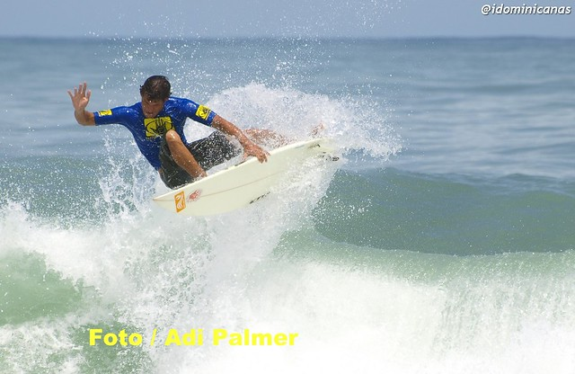 Surfing Dominicano Junior Gomez