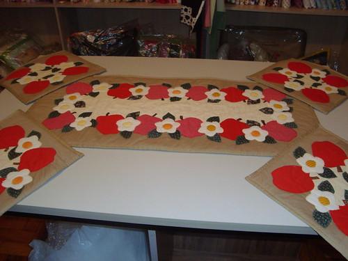 Trilho de chá com os mug rugs by Maringá Patchwork by Ruth Urbinati