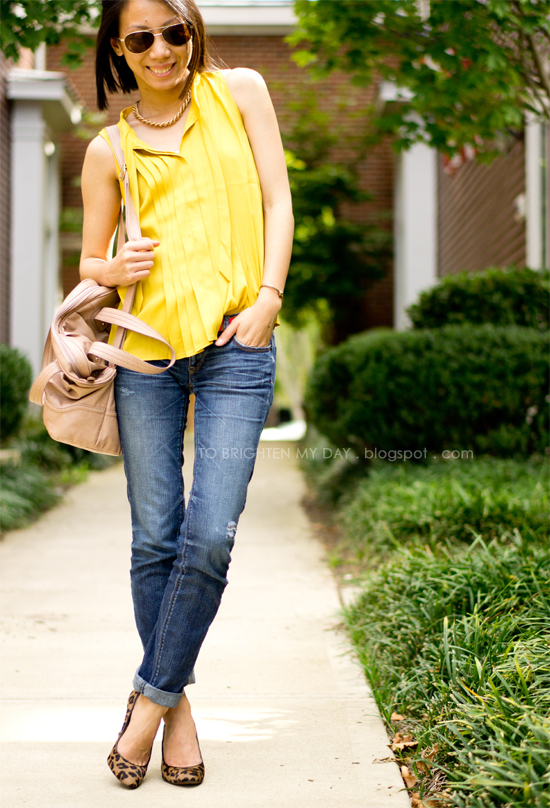 mustard top, jeans, leopard pumps