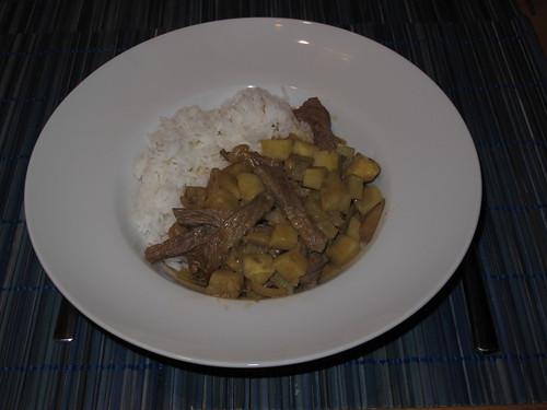 Rindfleisch mit Süßkartoffeln in Kokosmilch