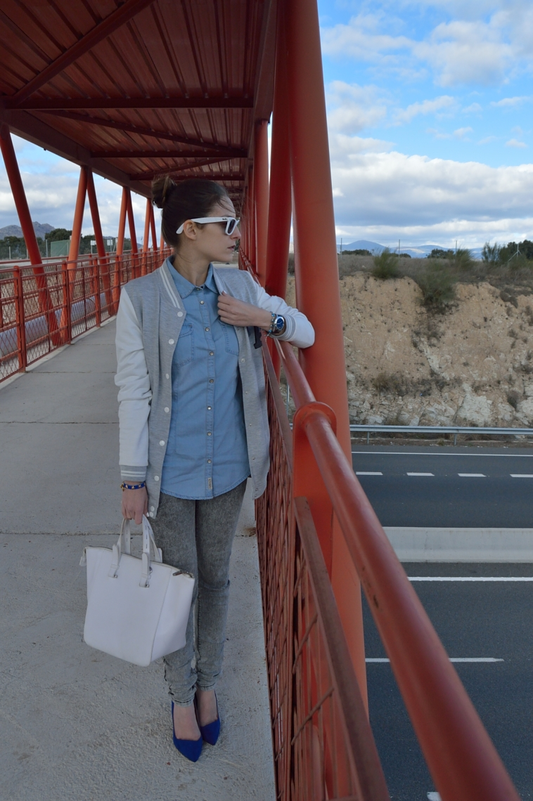 lara-vazquez-madlula-blog-fashion-white-details-blue-grey-outfit-look