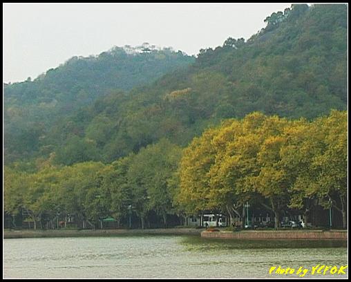 杭州 西湖 (其他景點) - 126 (從白堤上看北裡湖畔及北山路)