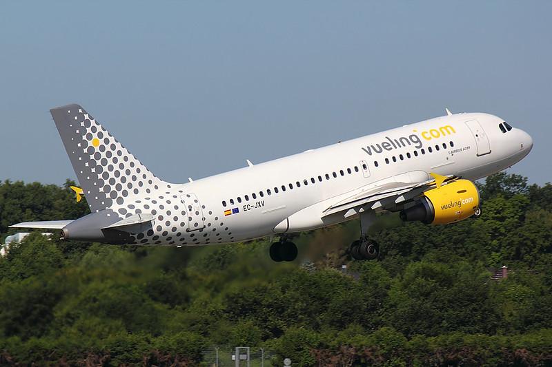 Vueling - A319 - EC-JXV (2)