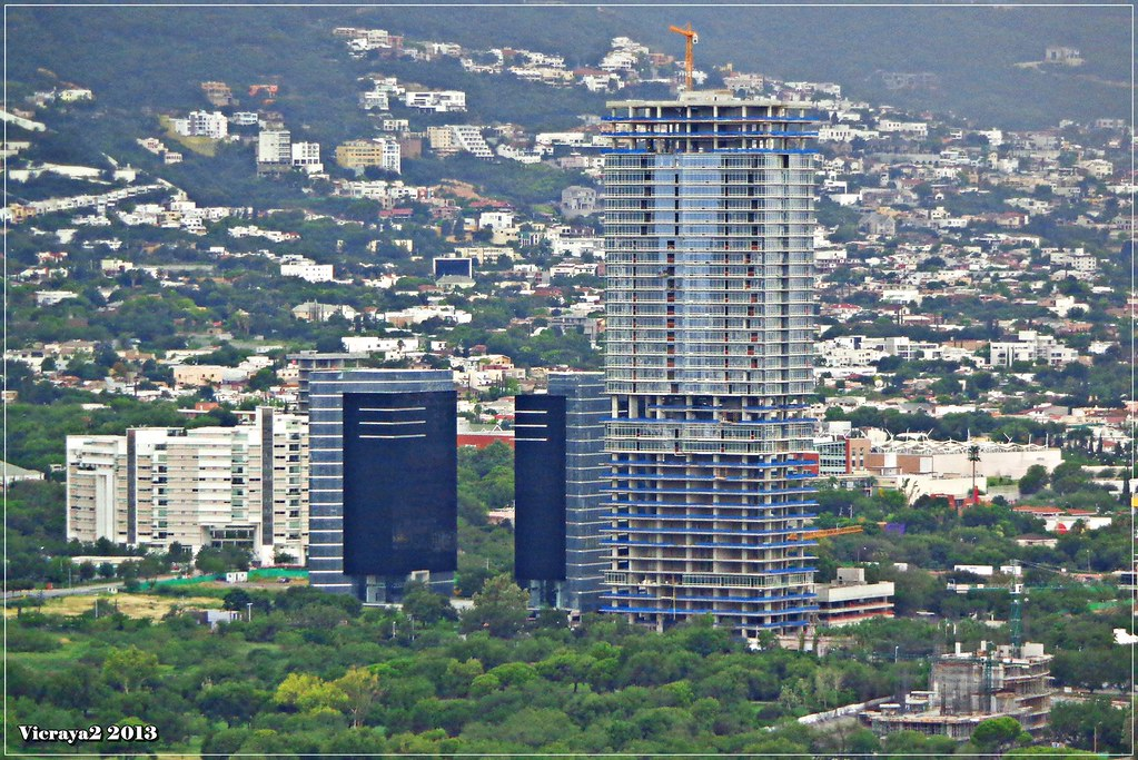 Monterrey torre sof a 39 pisos 150 metros for Pisos azulejos monterrey
