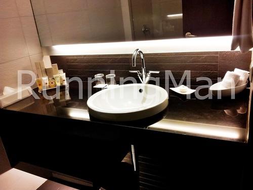 Traders Hotel 03 - Bathroom
