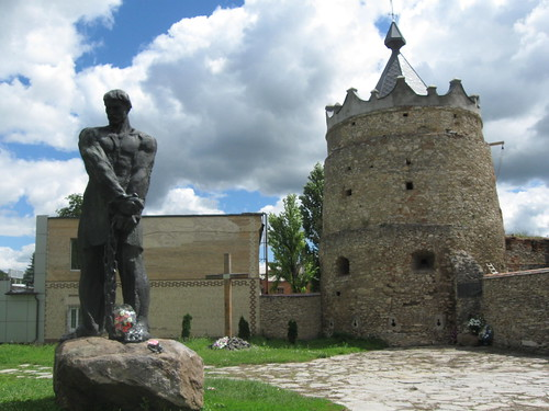 Пам'ятник Устиму Кармелюку