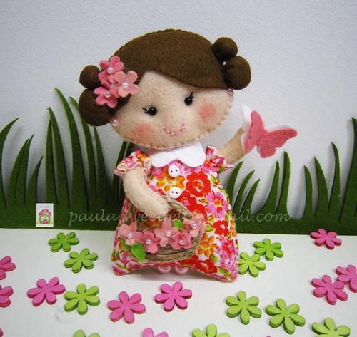 ♥♥♥ ♥♥♥ Esta é a Flor, uma menina que gosta de borboletas no seu jardim... by sweetfelt \ ideias em feltro