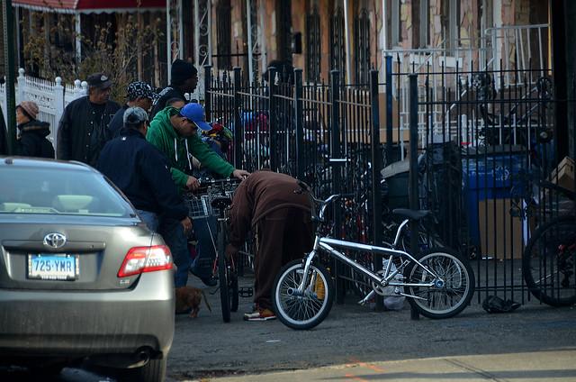 Esquina de trapicheos en el barrio del Bronx