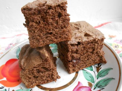 шоколадный бисквит почти крупно