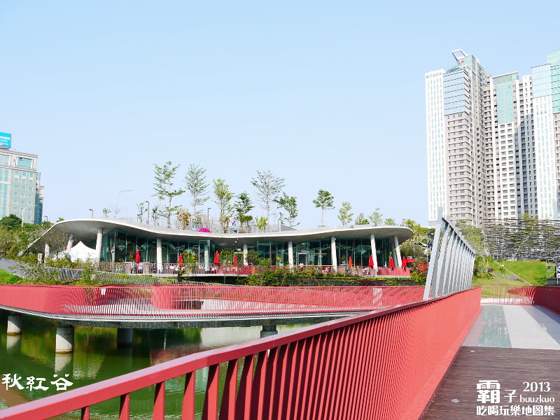 11268092654 74449a0078 b - 秋紅谷廣場,獨特的下凹式生態景觀公園,台中新一代的熱門景點。