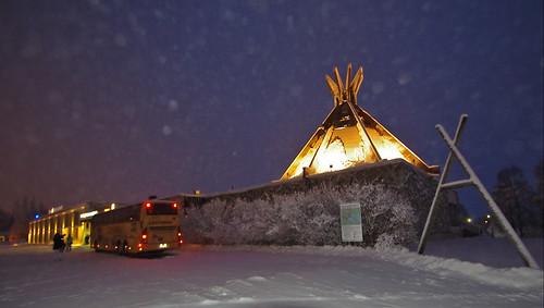 morning travel winter snow bus finland dark lights coach tour wideangle lapland kuusamo excursion sokoshotel pentaxk30