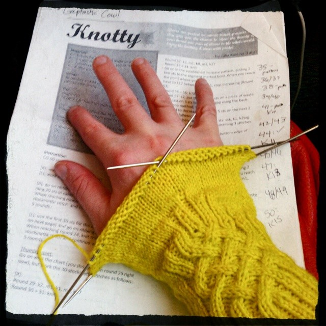 Ok, I think it's time to admit these Knotty gloves are coming out too big. I'm using the smallest DPNs I have (0) but the pattern is only one size and I have tiny hands. Guess I have to rip back and try to rewrite the pattern? Eeeek! #iknit #knitting #sew