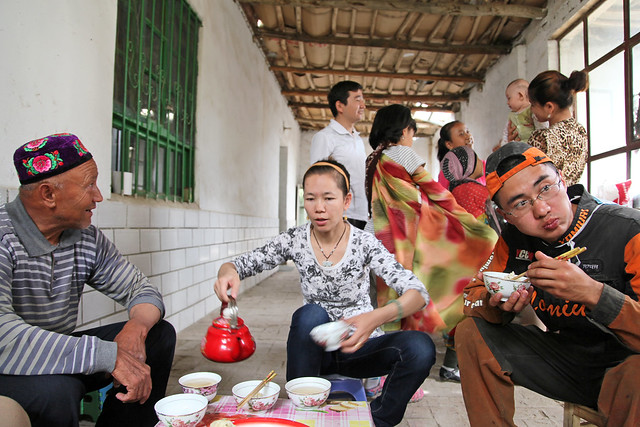 Lunch time at an Uyghur local house, Kumul (Hami) ハミ、ウイグル民家にて