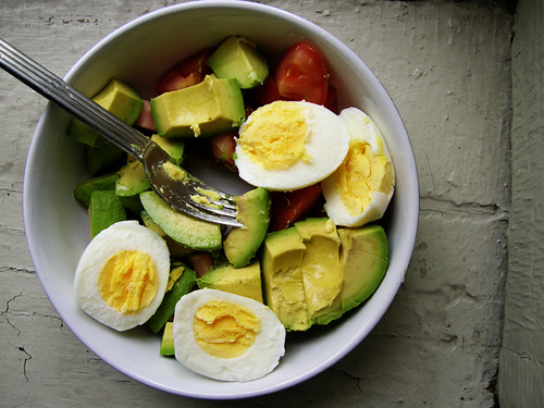 hardboiled eggs with avocado and tomato