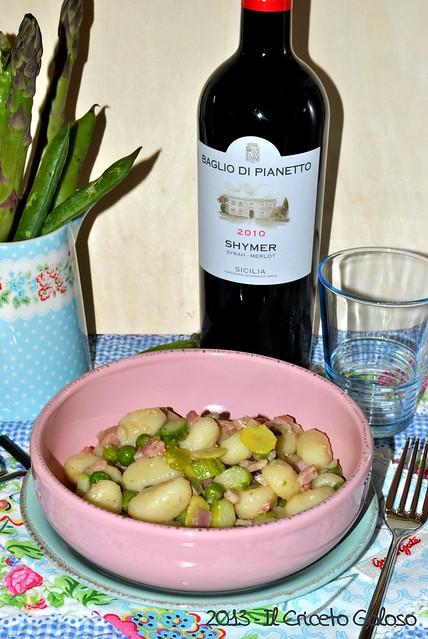 Gnocchi con asparagi, fave, piselli e pancetta (1)