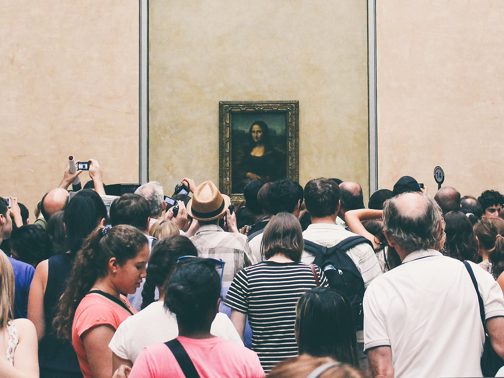 Mona Lisa and the crowd