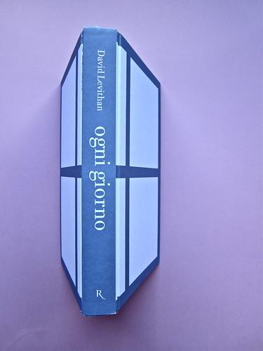David Levithan, ogni giorno. Rizzoli 2013. Progetto grafico di copertina © Adam Abernethy. Quarta, dorso e prima di copertina (part.), 1