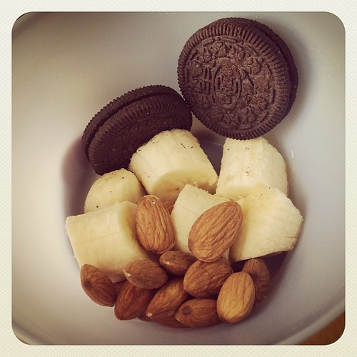 Tea time snack ;) #vegan #vegetarian #oreo #banana #almonds #food www.therabbitandtherobin.co.za {follow me @robindeel on Instagram} Official @rabbitandrobin