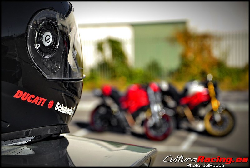 Casco de moto con las super nenas | David Solanes | Flickr